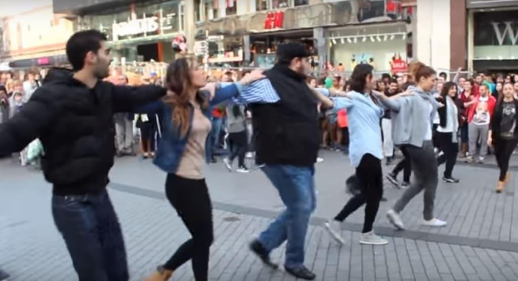 Ilyen egy Zorba flashmob!
