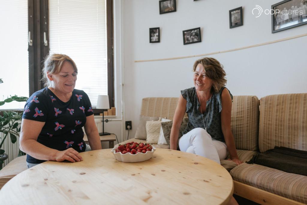 """""""Anyósom olyan, mint egy jó napilap"""" – páros interjú az Anyós-suli megalkotóival"""