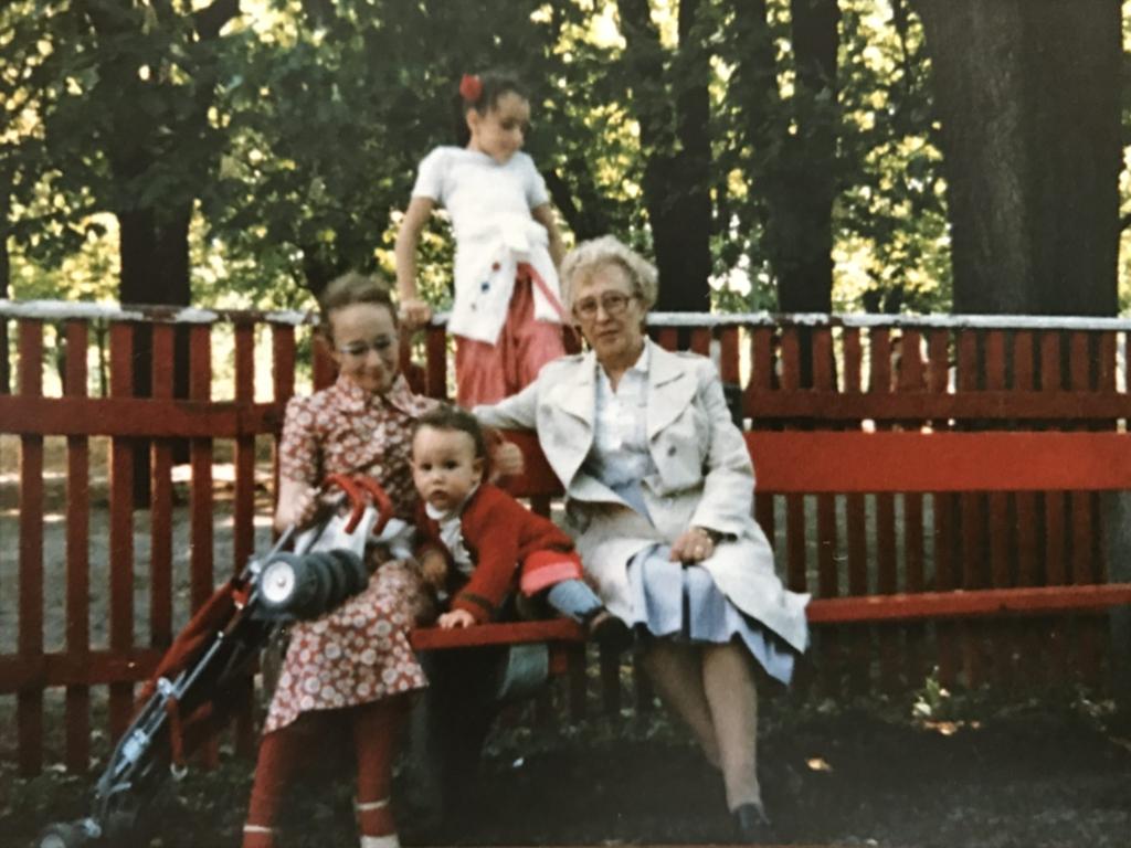 Élharcos gyereknevelő apa a 70-es években