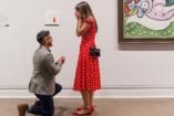 A Metropolitan múzeumban kérte meg barátnője kezét - aztán kiüldözte őket a biztonsági őr