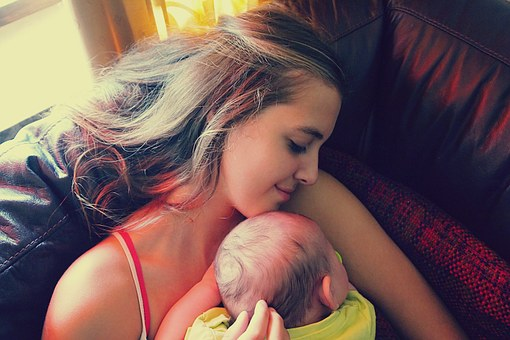 Még egy ok, hogy sokat ölelgesd a babát!