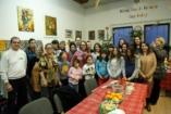 Karácsonyi Jószolgálat - Karácsonyfát és örömöt hoztak a székesfehérvári Iskolaházba a Várkert Bazár dolgozói
