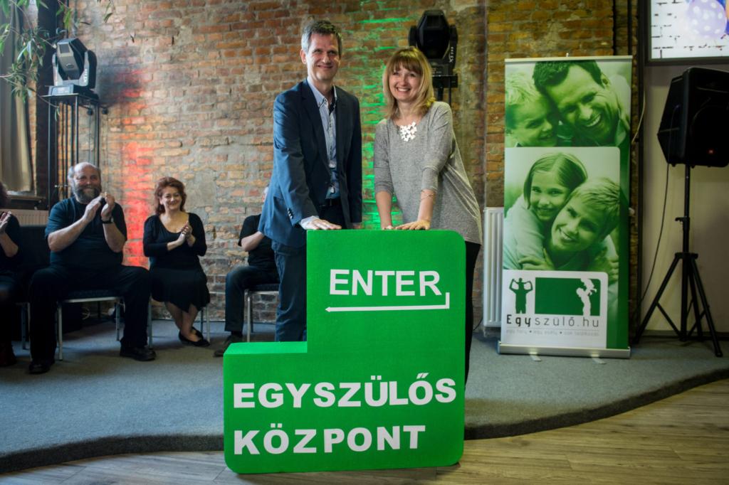 Áprilisban nyílik az ország első egyszülős központja