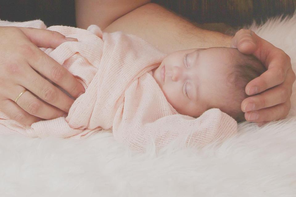 Veleszületett ferde nyak a babánál: tünetek és kezelés