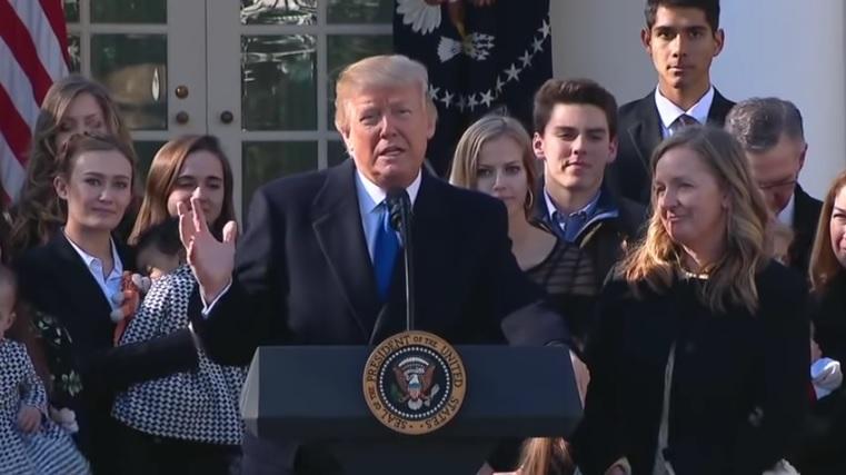 Trump az abortuszellenes felvonulók mellett áll!