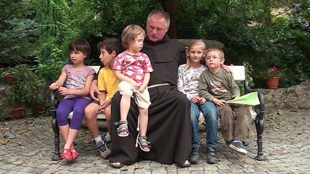 Böjte Csaba: a gyermek orvosság