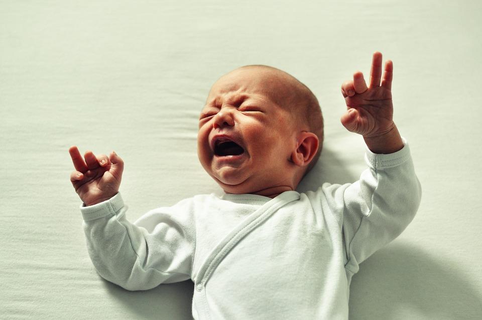 Ételallergiát is jelezhet, ha éjjel gyakran felsír a csecsemő