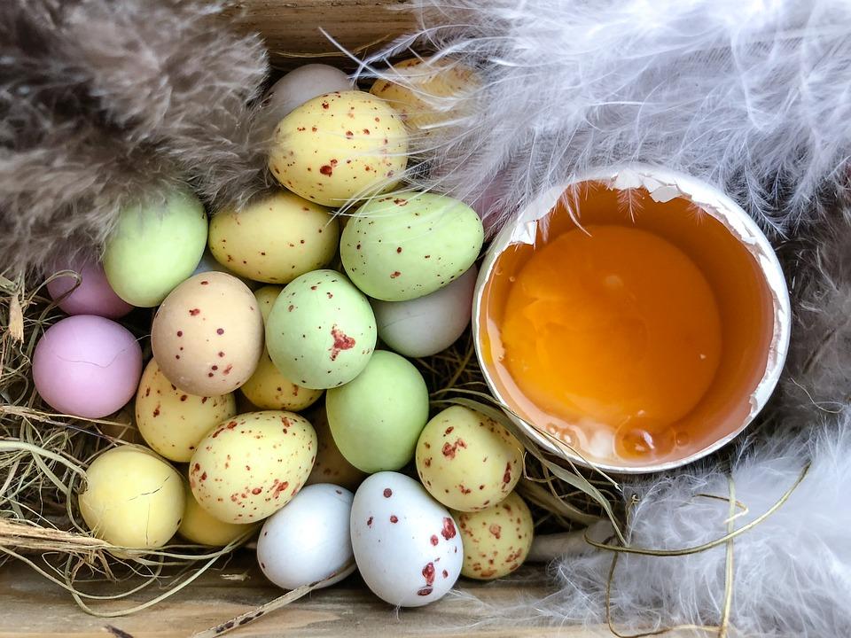 Aki összetört tojáshéjat kapott az ablaka alá, azt nem locsolta meg senki Húsvétkor