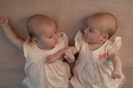 """""""Fogtuk egymás kezét, nem tudtunk betelni az örömmel"""" – Ikrek születtek a NaPro technológiával"""