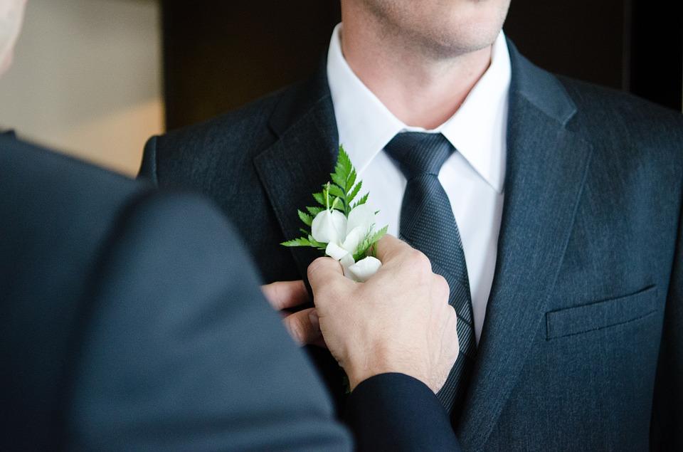 Kinyílt egy kapu – nem kell elismerni a melegházasságot, de a házaspárt igen