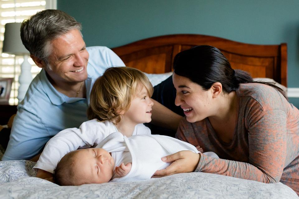 Még divat a konzervatív családmodell - jelentés készült a népesség helyzetéről