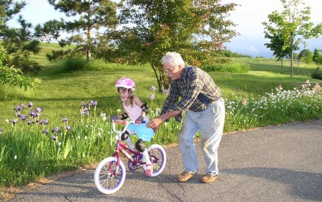 Kevés a családbarát vállalkozás, a nagyszülők az aduászok