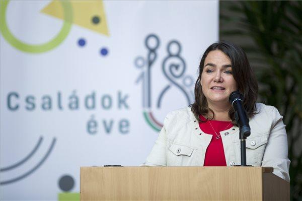 Novák Katalin: európai szinten is tenni kell a fiatalok jövőjéért