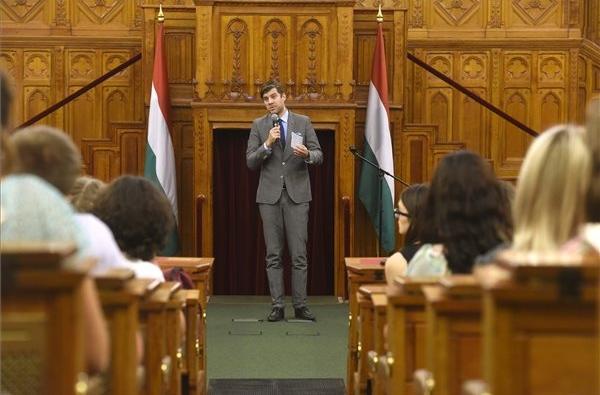 Szilágyi Péter: az identitás erősítése, a külhoni családok és a szülőföldön maradás támogatása áll a nemzetpolitika középpontjában