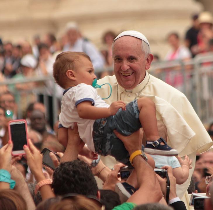 Ferenc pápa: Az is boldog lehet, akinek nem voltak jó szülei!