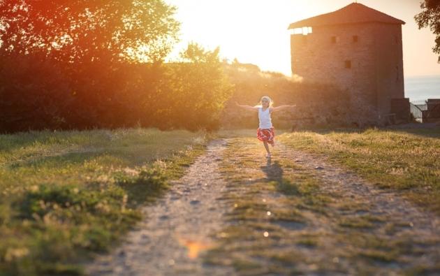 Felmérés: kevesen választják a nevelőszülőséget