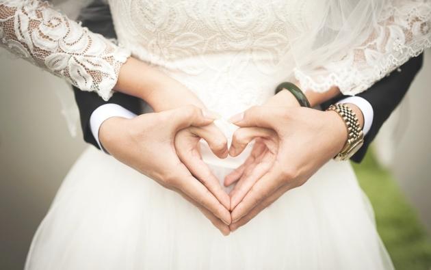 A többség még mindig egy férfi és egy nő kapcsolatát tekinti házasságnak