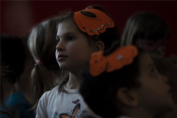 Jövő év január elsejétől bevezetik a nevelőszülői gyermekgondozási díjat