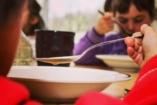 Te tudnál éhesen tanulni? – A Gyulafehérvári Caritas sms-kampánya a szegény gyerekekért