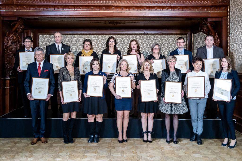 16 díjazott, akiket idén Családháló díjjal jutalmaztunk