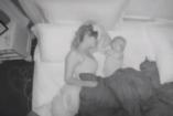 Ez az anyák sorsa? Éjszakai videót készített hogy megmutassa, mennyit alszik gyermekei mellett