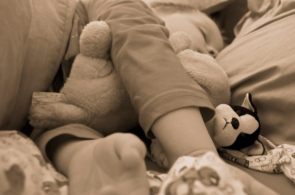 A biztonságos kötődés jele, ha a gyereknek rongyija van