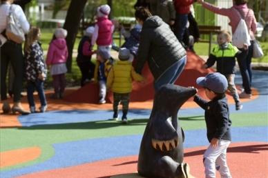 Közösségi tér a családokért: megújult a Rákóczi-kert Csepelen