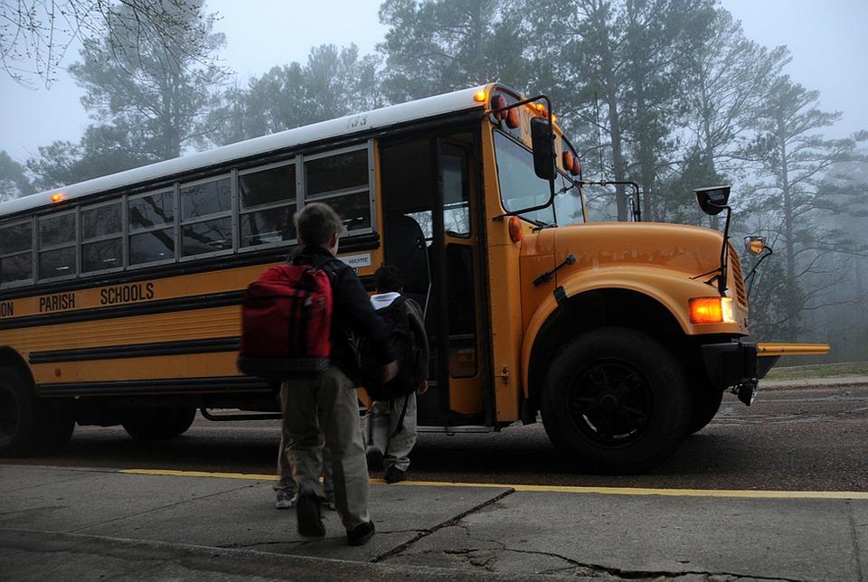 Iskolatáskákon mérik a légszennyezést