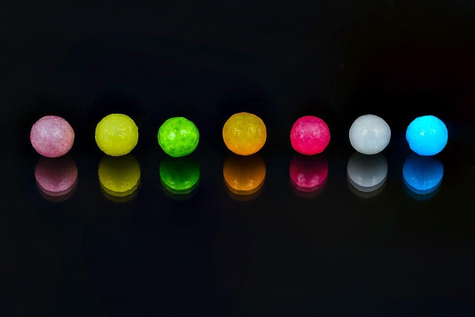A megengedettnél több színezéket találtak a gyerekeknek szánt cukorkában