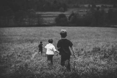 A kamaszkor - és vele együtt a kortársak befolyása - korábban kezdődik, mint gondolnánk!