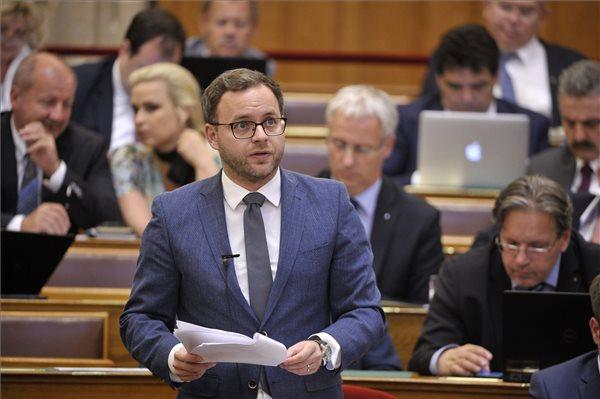 Orbán Balázs: családbarát fordulatot szeretnénk végrehajtani a Kárpát-medencében