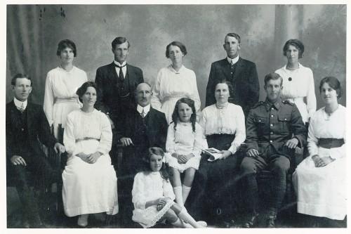 family-war-wb