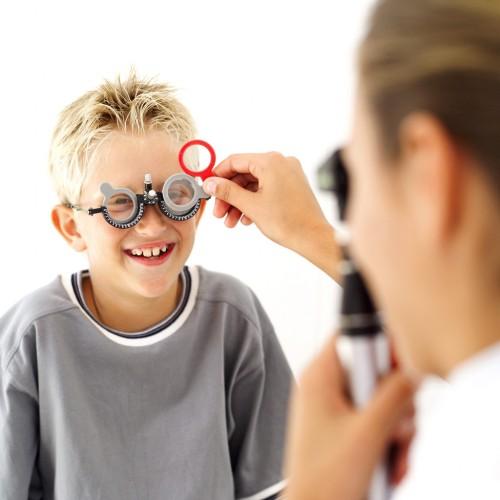 kisgyermek a szemésznél ha a látás mínusz 10 kg